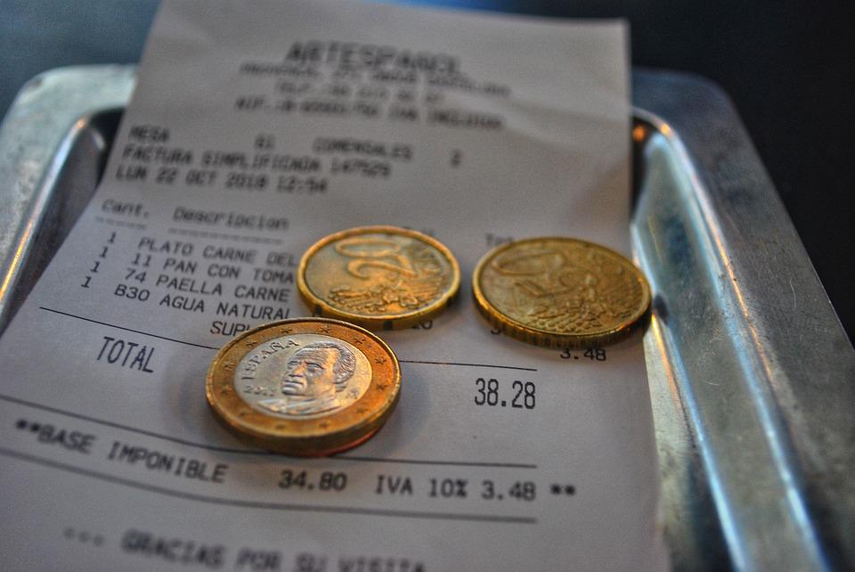 účty a mince