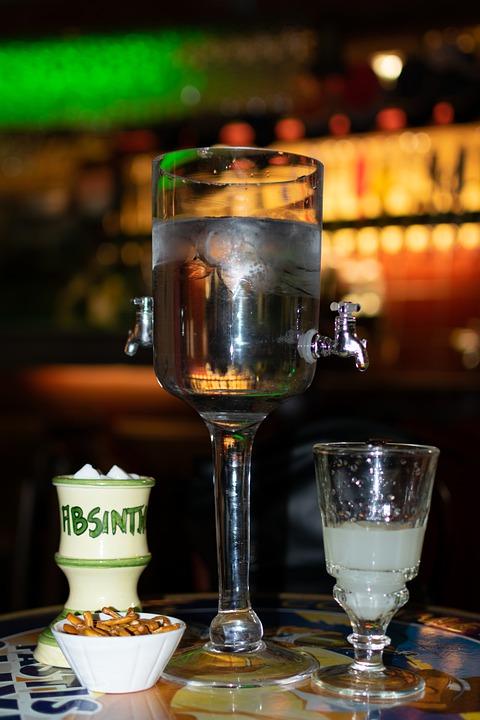 absinthe s vodní pípou