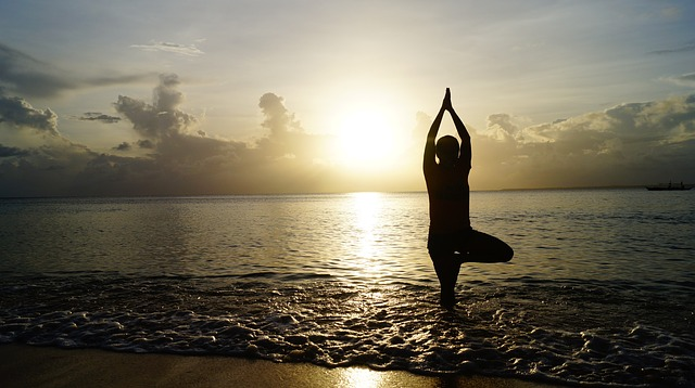 západ slunce a jóga