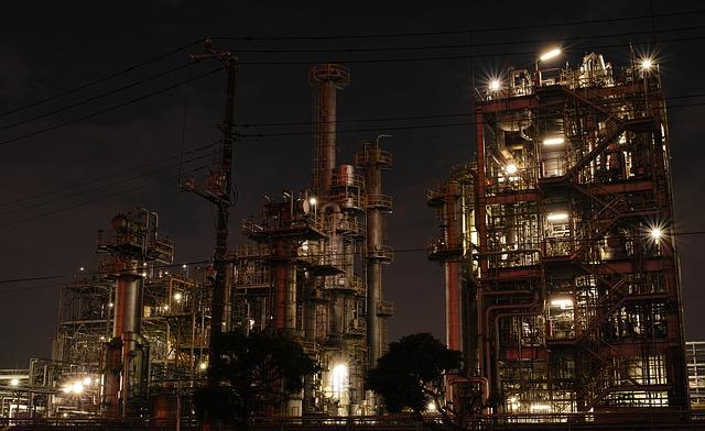 továrna v noci.jpg